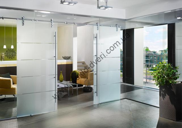 Dorma manet glass door