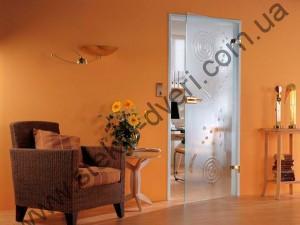 Распашные стеклянные двери в квартире